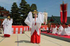 "https://flic.kr/p/GeSSeR | Heian Shrine: Reisai Festival in Kyoto. | Miko from the Heian Jingū gagaku-kai (平安神宮雅楽会) perform a sacred ""sword dance"" in honour of Emperor Kamnu (桓武天皇). Mikagura (御神楽) at Heian Shrine (平安神宮) during the annual Reisai Festival (例祭)."