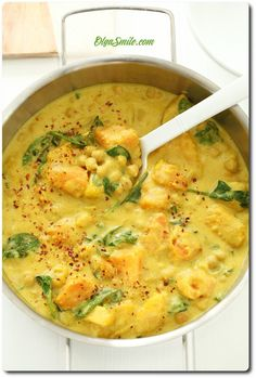 CURRY Z DYNIĄ Snack Recipes, Snacks, Cheeseburger Chowder, Tofu, Food And Drink, Low Carb, Vegan, Baking, Healthy