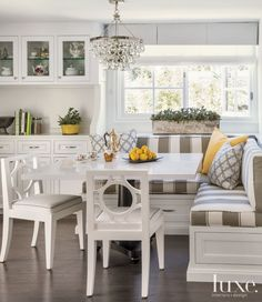Transitional White Breakfast Nook with Striped Banquette Seating - Luxe Interiors + Design Kitchen Booths, Kitchen Seating, Kitchen Benches, Kitchen Nook, New Kitchen, Kitchen Banquette Ideas, Corner Booth Kitchen Table, Corner Banquette, Banquette Table