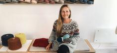Dorthe Skappel laget oppskrift ut av sitt restegarns-prosjekt | Se video fra Dorthe der hun forteller om prosjektet | Strikkeoppskriften får du gratis i innlegget | Tips til fargevalg og garn følger med