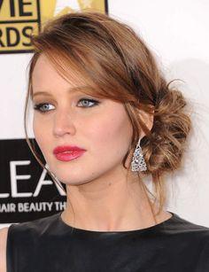 Un side hairSi vous avez les cheveux mi-longs (comme Jennifer Lawrence) ce look est fait pour vous !
