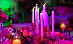 Mesa com velas decorativas (Baile em Veneza)