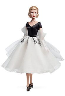 Bucket list: buy every barbie that has black and white movie to accompany it. Pictured Grace Kelly Barbie in Rear Window costume. Grace Kelly, Barbie Style, Mattel Barbie, Barbie Costume, Poupées Barbie Collector, Barbie Celebrity, Manequin, Barbie World, Vintage Barbie