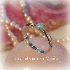 "Beautiful opal of high quality and the play of color effect - A crystal, an angel, and healing one-house house"" Crystal Garden Mejiro "" Crystal Garden, Color Effect, Bangles, Bracelets, Opal, Healing, Wedding Rings, Engagement Rings, Crystals"