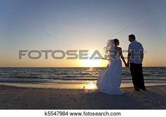 mariée & marié, couple marié, plage coucher soleil, mariage Voir Image Grand Format