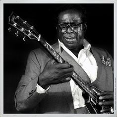Today in blues singer and guitarist, Albert King died from a heart attack in Memphis, Tennessee Music Pics, Music Images, Rock & Pop, Rock And Roll, Albert King, Musician Photography, Photography Ideas, Classic Blues, Classic Rock