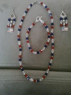Stephanie W. entered this fun jewelry set into the Artbeads Red, White and Blue contest. It showcases sparkling Swarovski beads. Find out more about this contest and how you can enter here: http://www.artbeads.com/swarovski-artbeads-contests.html