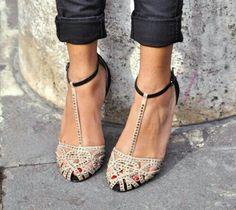 Sandalias negras y crema