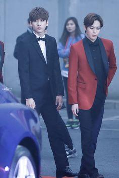 v-plant ♡ do not edit! // look how tall Hyuk is XD
