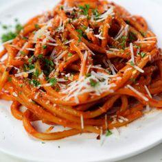 Vegan Recepies, Vodka Sauce, Spaghetti Sauce, Spice Things Up, Pasta Recipes, Macaroni, Spices, Eat, Ethnic Recipes