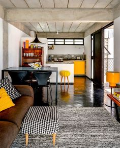 Você quer dar um toque especial na sua casa? Se está buscando boas inspirações e quer colocar uma pitada de cor na decoração de sua casa, sugerimos hoje o amarelo. Perfeito para aqueles que querem ter um ambiente alegre, jovem e...