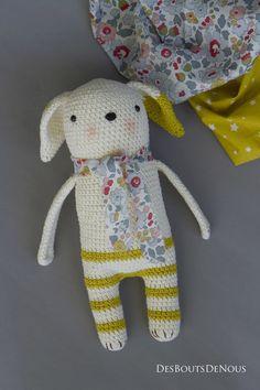 Cute idea with pants, scarf and ear Crochet Amigurumi, Amigurumi Patterns, Amigurumi Doll, Crochet Toys, Crochet Baby, Knit Crochet, Crochet Patterns, Knitted Animals, Animal Pillows