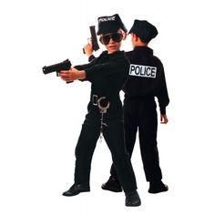 Ce déguisement de policier pour enfant comprend une chemise, un pantalon et une casquette.