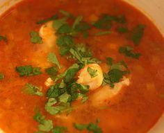 Asiatisk suppe med kylling og scampi