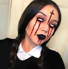 To get you ready for Halloween we have found 23 amazing devil makeup ideas. You will find frightening makeup, pretty devil makeup looks and Unique Halloween Makeup, Classic Halloween Costumes, Halloween Costumes For Girls, Halloween 2019, Costume Halloween, Half Face Halloween Makeup, Haloween Makeup, Scarecrow Makeup, Devil Halloween