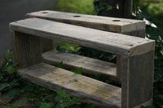 *Hier haben wir ein wunderschönes in Handarbeit gefertigtes Regal aus altem Gerüstbauholz.  Die verwendeten Bretter sind ca 2.5 cm stark.  Das abgebil