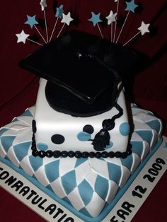 graduation cake ideas.....now to find someone who can do this for McCartneys graduation.