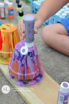 Outdoor Crafts for Kids: How to Make Drip Paint Flower Pots - Terra Cotta Toad Houses #Summer #kidscraft @Michaels Stores #madewithmichaels