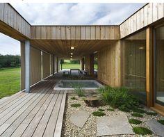 Jednopodlažný dom so zelenou strechou Architecture Design, Patio, Outdoor Decor, Home Decor, Terrace, Architecture Layout, Decoration Home, Room Decor, Porch
