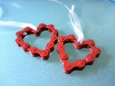 Bike Chain Into Hearts Welding In 2019 Bicycle Wedding Bike Bike Dirt Bike Wedding, Motorcycle Wedding, Motorcycle Gifts, Bicycle Art, Bicycle Crafts, Steel Art, Bike Chain, Welding Art, Craft Fairs