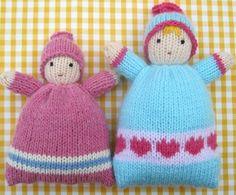 doudou a faire soi meme, poupée bleu garçon et poupée rose fille, exemple de doudou tricoté personnalisé