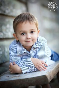 32 Super Ideas For Children Poses Photography Boys Beautiful Little Boy Photography, Children Photography Poses, Toddler Photography, Children Poses, Toddler Poses, Kid Poses, Sibling Poses, Newborn Sibling, Little Boy Poses