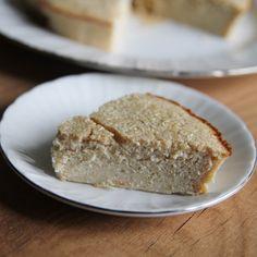 Pastel de limón Ingredientes (3-4 personas): 5 cucharadas colmadas de harina de avena 2 limones exprimidos Ralladura de limón 1 huevo 5 claras 1 cucharadita de levadura 1 cucharada de sirope de ágave* 2 cucharadas de canela en polvo 1 1/2 cucharada de AOVE**  *Puedes usar el edulcorante que te guste. **Aceite de oliva virgen extra