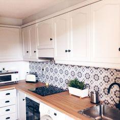WhatsApp Image at Kitchen Backsplash, Kitchen Cabinets, Kitchen Decor, Kitchen Ideas, Home Decor, Kitchen Inspiration, Ideas Para, Kitchens, Interior