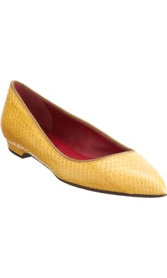 An easy to wear yellow pointed to ballet flat.