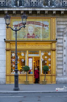 old shop selling cookies, candy and chocolate - Boulevard de l'Opéra, Paris, France