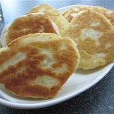 Traditional Bannock bread/First Nations. This basic bread can cook conventionally on a baking sheet in your oven, or try it stovetop in a skillet. Raisins perfectly complement it. My Recipes, Bread Recipes, Cooking Recipes, Favorite Recipes, Dinner Recipes, Bannock Bread, Fried Bread Recipe, Bannock Recipe Fried, Scottish Recipes