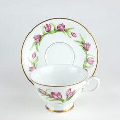 Tulip Cup Saucer, Tulipa Dainty Maid Ronald van Ruyckevelt, Bloemen van Nederland,