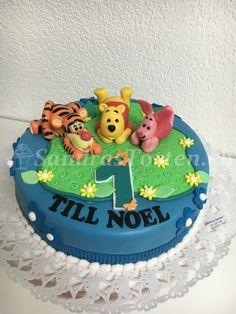 Winni Phoo and friends fieren mit am Till Noel sin 1. Geburri, Alles Guati.