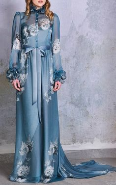 Fashion Tips Over 40 Luisa Beccaria Look 38 on Moda Operandi.Fashion Tips Over 40 Luisa Beccaria Look 38 on Moda Operandi Abaya Fashion, Muslim Fashion, 70s Fashion, Girl Fashion, Fashion Dresses, Grunge Fashion, Fashion Tips, Simple Dresses, Elegant Dresses