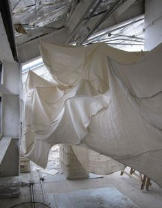 there& quite an art to hanging fabric so gracefully - she has definitely mastered it. Hanging Fabric, Draped Fabric, Fabric Backdrop, Theatre Design, Stage Design, Floor Design, Brainstorm, Fabric Installation, Exposition Photo