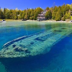 Lake Huron (French: Lac Huron) is one of the five Great Lakes of North America. Hydrologically, it comprises the easterly portion of Lake… Lago Michigan, Michigan Travel, Michigan Usa, Minnesota, Michigan Day Trips, Alpena Michigan, Munising Michigan, Michigan Water, Places