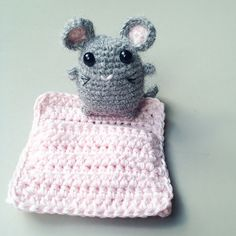 """Tuffy Mouse ( 5cm/2inches tall) and Pink Bunting Bag - Free Amigurumi Pattern - PDF File - Click """"Available for free"""" here: http://www.ravelry.com/patterns/library/tuffy-mouse"""