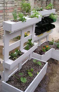 Amazing Creative Wood Pallet Garden Project 12