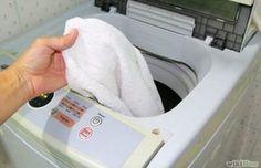 Čisté a perfektně bílé ručníky jsou ozdobou každé koupelny. Tento důmyslný trik používala už moje babička a naštěstí jsem si ho velmi dobře zapamatovala. Ručníky nemusíte vyvářet a dokonce ani prát v pračce. Nevím, jak toto kouzlo funguje, ale všechny skvrny, dokonce i ty velmi staré zmizí jako mávnutím kouzelného proutku. potřebujeme: 1 vědro vody …