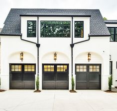 60 modern & unique dream house exterior designs for your inspiration 57 Style At Home, Black Garage Doors, Custom Garage Doors, Carriage Garage Doors, Garage Door Design, Garage Door Styles, Garage Lighting, Garage Door Lights, Garage Door Windows