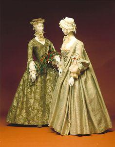 Robe Volante    1700-1735    The Metropolitan Museum of Art