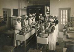 Huishoudschool, de natte was, circa 1925.