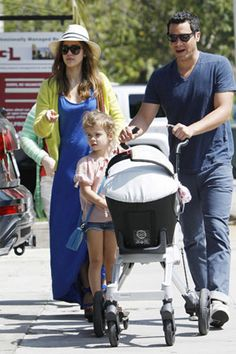 Find out the baby strollers that celebrity moms love!
