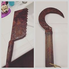 Close up pics of weapon props for Old Woody Chip horror Cosplay with fake blood from JDF Studios added. #horrorcosplay #propmaker #cosplayprops #sdrumcosplay