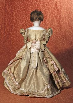 FRENCH FASHION POUPEE IN ORIGINAL SILK TAFFETA GOWN - 3