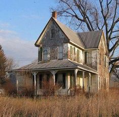 abandoned places This would truly be my dream house. To take an old farm house with a wrap around porch and restore it to its original beauty would be my idea of perfection! Abandoned Buildings, Abandoned Farm Houses, Old Farm Houses, Abandoned Mansions, Old Buildings, Abandoned Places, Abandoned Castles, Old Barns, Country Barns
