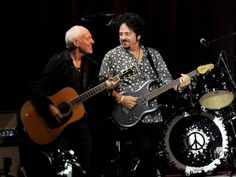 "Musicians Peter Frampton (L) and Steve Lukather perform at the David Lynch Foundation's benefit honoring Ringo Starr with the ""Lifetime of P..."