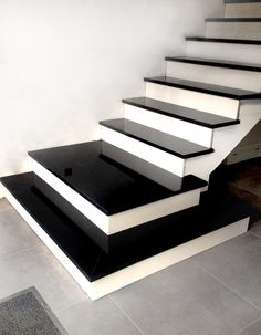 Treppe aus Granit Nero Absolute - Decoration For Home Stairs Tiles Design, Staircase Design Modern, Stair Railing Design, Home Stairs Design, Modern Stairs, Interior Stairs, Marble Staircase, House Staircase, Granite Stairs