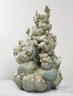 Translated Vase 2012 TVG 1, 2012. Ceramic shards, aluminum bars, epoxy, 24K gold leaf, 157x88x93cm. Courtesy of the artist. Photo: Keith Park ⓒYeesookyung
