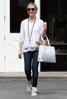 Sarah Michelle Gellar looks casual chic in a white long-sleeve top and fitted jeans at the Brentwood Country Mart in LA on Mar. 7